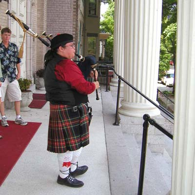 Bagpiper on the steps on MCC Ricmond